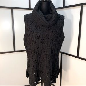 Sleeveless Sweater w Front Detail Knit